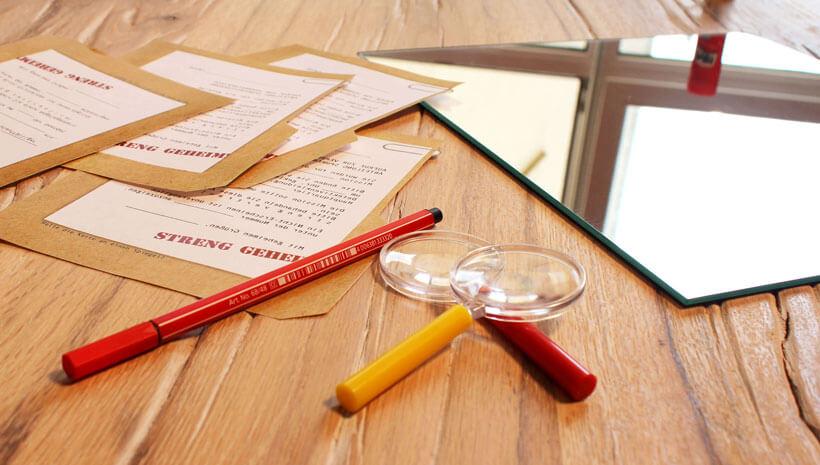 Detektiv-Kindergeburtstag-Einladung-Mappe-Spiegel