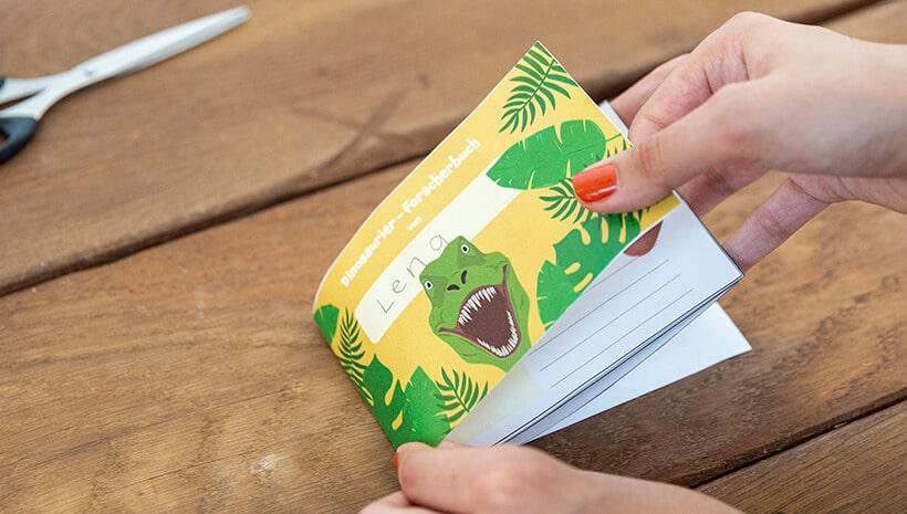 Dino-Kindergeburtstag-Forscherbuch-letzter-Schritt