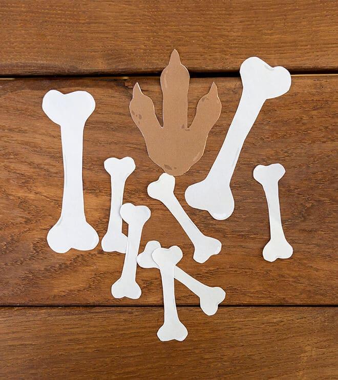Dino-Kindergeburtstag_Fußabdruck_Knochen