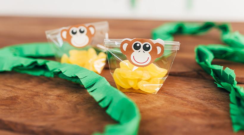 Dschungel-Kindergeburtstag-Affe-Banane