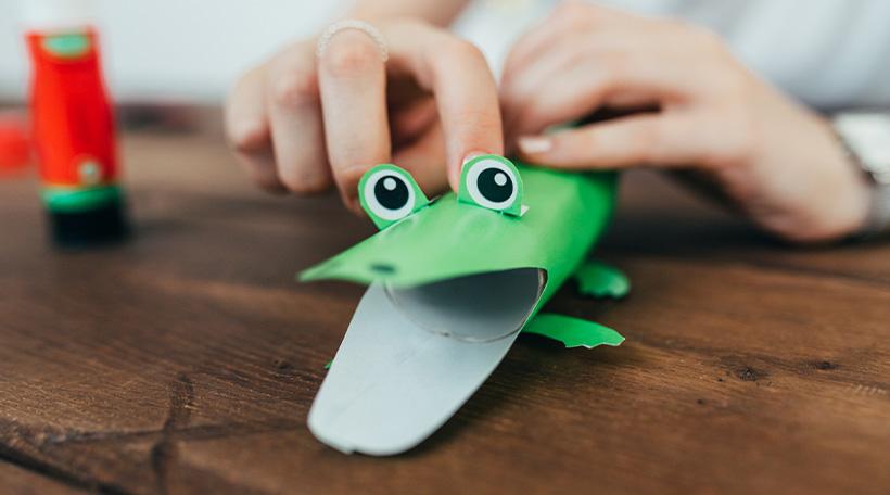 Dschungel-Kindergeburtstag-Klopapierrollen-Tiere-Basteln-Krokodil-Anleitung-Bastelanleitung-DIY-Kind