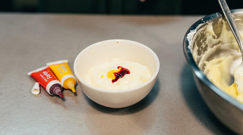 Dschungel-Kindergeburtstag-Muffins-Loewe-Frosting-Cupcake-Zutaten-Buttercreme-Lebensmittelfarbe