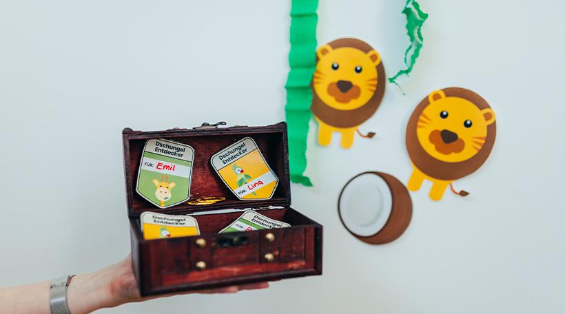 Dschungel-Kindergeburtstag-Schatzsuche-Kinder-Truhe-Hinweis-Schatz