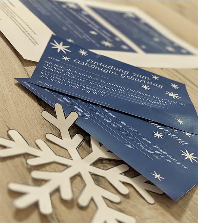 Eiskoenigin Kindergeburtstag Einladung Schneeflocke