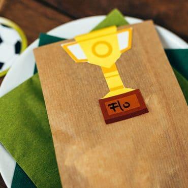 Fussball Kindergeburtstag Bastelvorlage Pokal-Etiketten