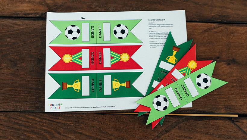 Fussball-Kindergeburtstag-Dankeetiketten-Bastelvorlage-Geburtstag-Mitgebseltuete