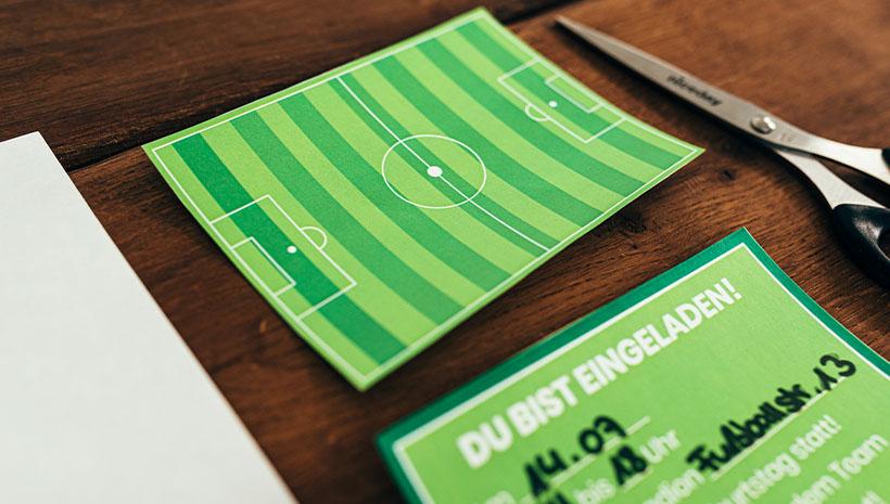 Fussball-Kindergeburtstag-Fußballfeld-Bastelvorlage-Geburtstag-Fussballfeld-Ideen