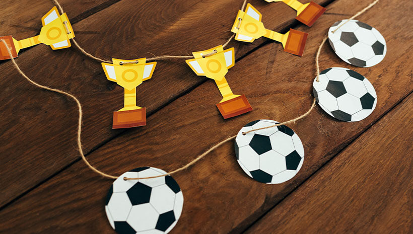 Fussball-Kindergeburtstag-Girlande-Wimpelkette-Bastelvorlage-Geburtstag-Ball-Pokal