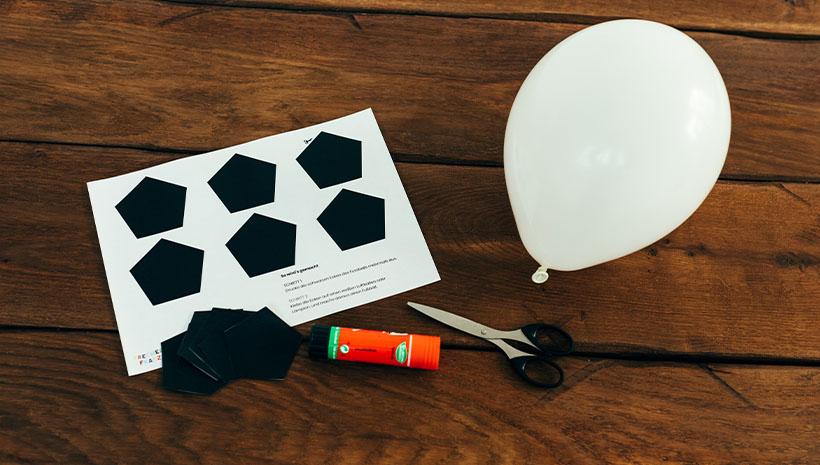 Fussball-Kindergeburtstag-Luftballon-Bastelvorlage-Geburtstag-Ball-Aufkleber
