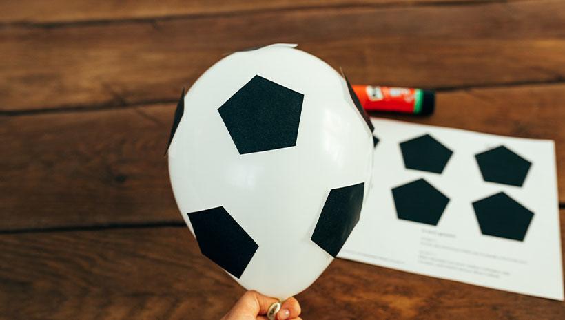 Fussball-Kindergeburtstag-Luftballon-Bastelvorlage-Geburtstag-Ball
