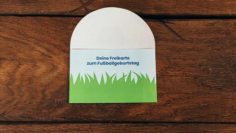 Fussball-Kindergeburtstag-Umschlag-Bastelvorlage-Geburtstag-Freikarte