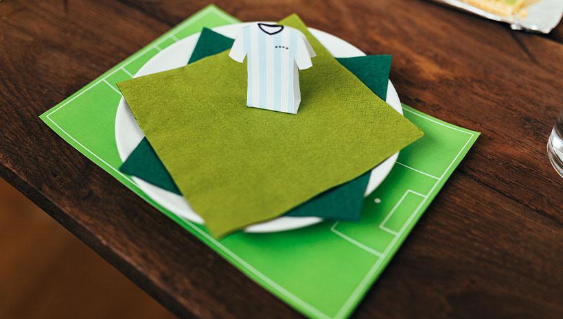 Fussball-Kindergeburtstag-Umschlag-Bastelvorlage-Geburtstag-Tisch