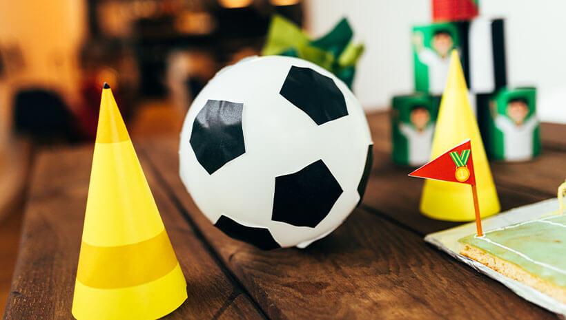 Fussball-Kindergeburtstag-Umschlag-Bastelvorlage-Geburtstag-Tisch4
