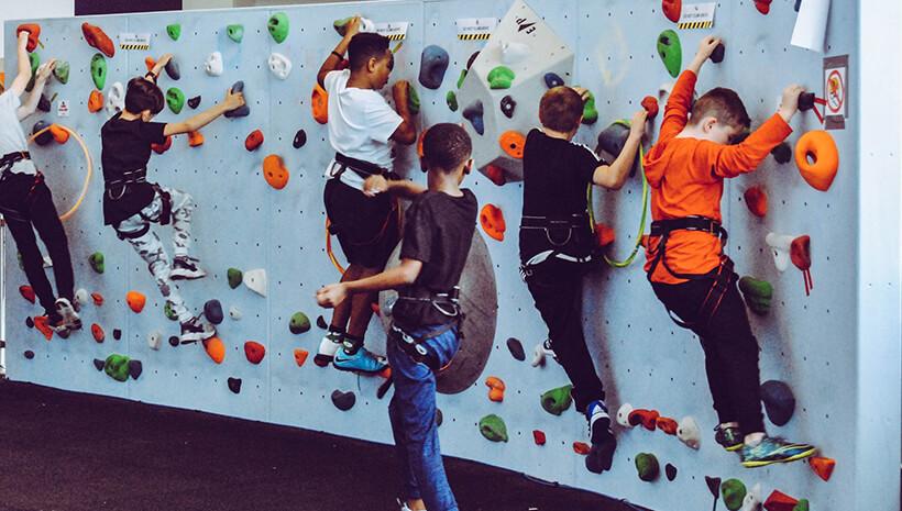 Kindergeburtstag-klettern-mit-Kindern
