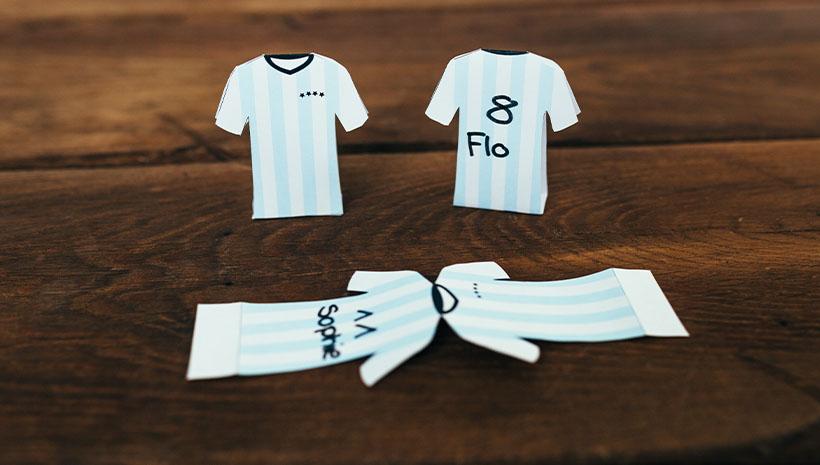 Namensschilder-Fussball-Kindergeburtstag-Bastelvorlage-Geburtstag-Trikot-Trikotnummer-Kindertrikot
