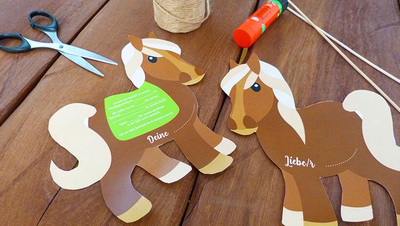 Pferde-Geburtstag-Einladung-Steckenpferd-basteln