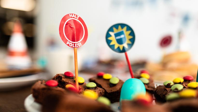 Polizei-Geburtstag-Brownies-Essen-Ampel-Kindergeburtstag