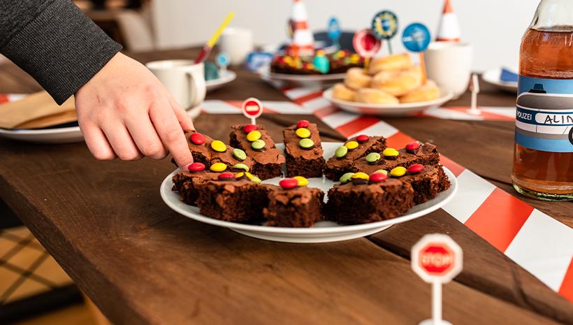 Polizei-Geburtstag-Brownies-Snack-Ampel-Kindergeburtstag
