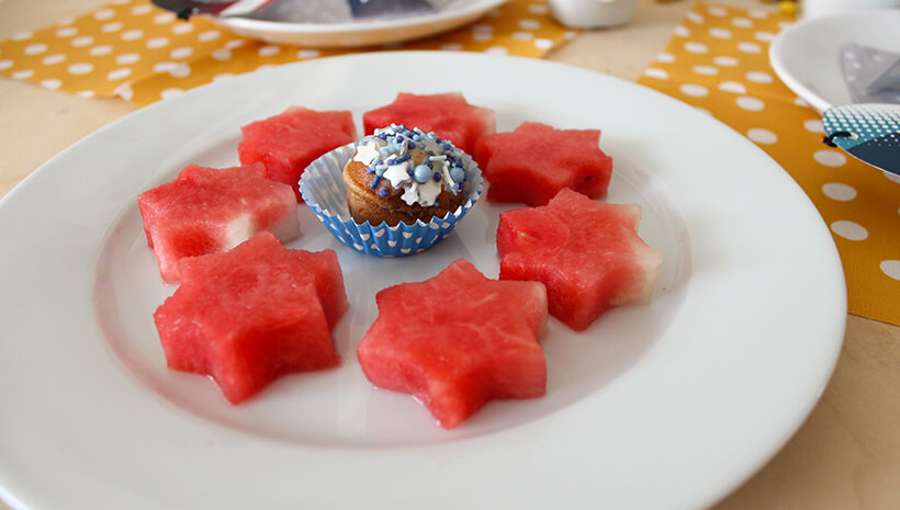 Superhelden-Kindergeburtstag-Wassermelone-Sterne