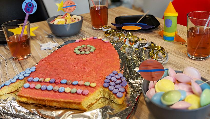 Weltraum Geburtstag Raketen Kuchen